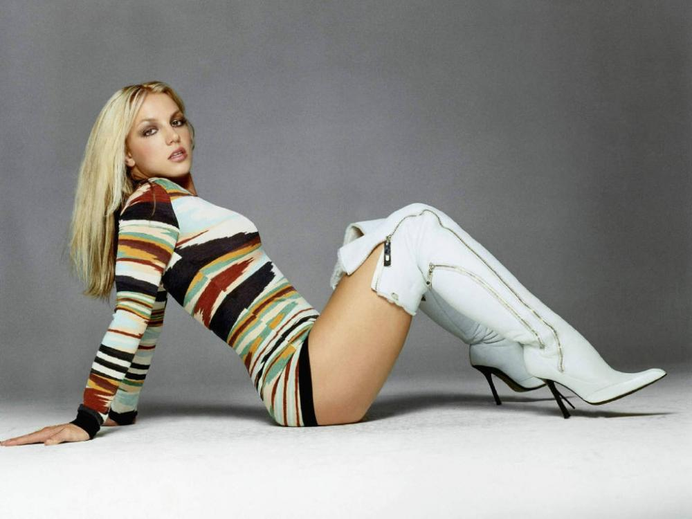 Seductive Britney with curvaceous body