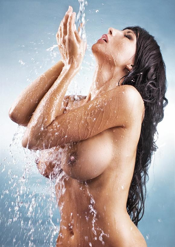 Fly chick with incredible knockers having an invigorating shower
