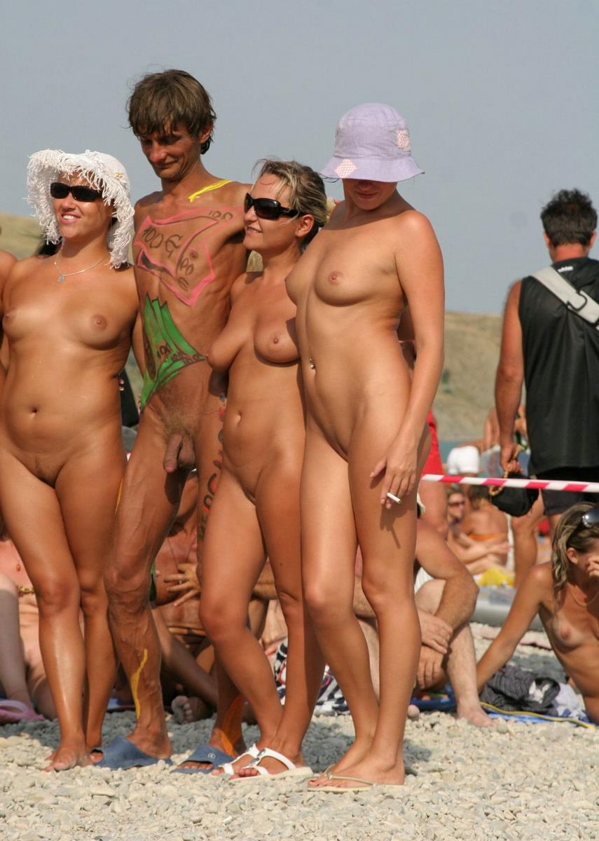 Couple of golden stupendous females posing nude at the beach