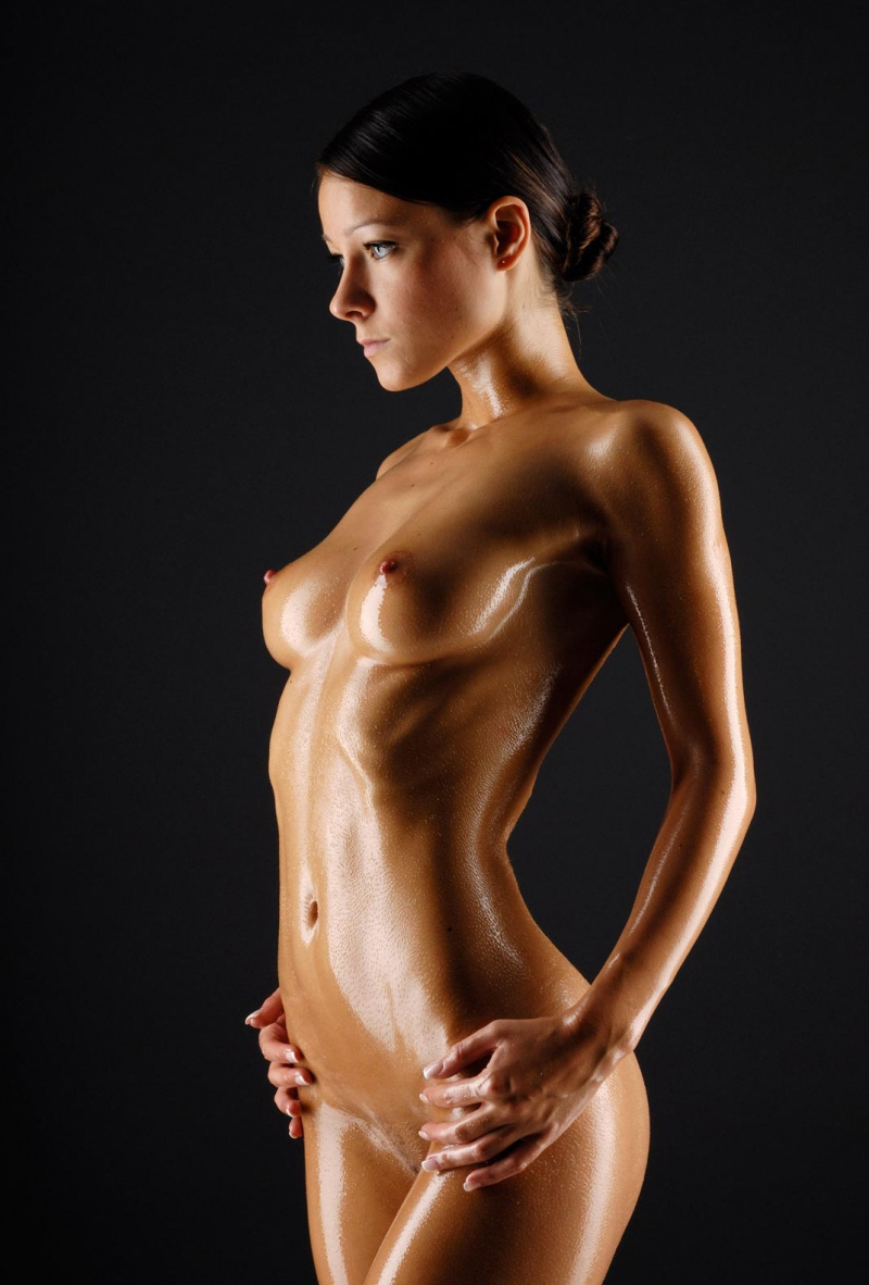 Captivating gal with a luscious body is oiled up
